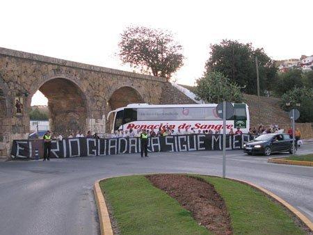 Una de las numerosas concentraciones celebradas en el Puente Romano