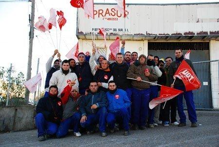 Los trabajadores de Prasur durante la manifestación