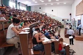 La mayoría de las aulas de la US están adaptadas a grupos de entre 80 y 120 alumnos