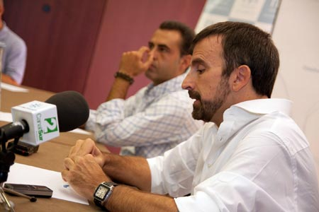El técnico del Cajasol se mostró cauto con respecto al objetivo para a 2009/2010. Aseguró ante los medios que llegar a los Play-off
