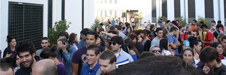 Los alumnos en el claustro celebrado ayer en la Hispalense/ María Esquivel