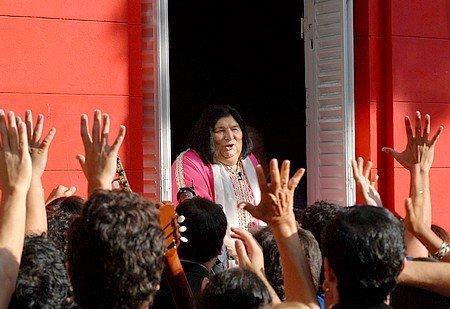 Mercedes Sosa, ''la voz de la mayoría silenciosa'', llevó la música del pueblo latinoamericano todo el mundo