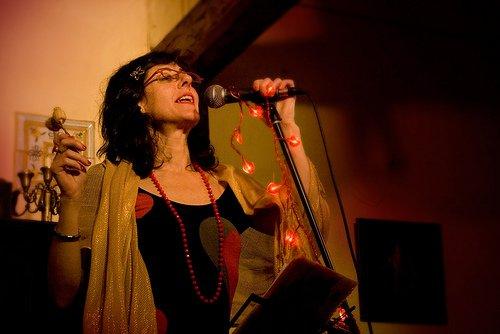 Ajo en uno de sus recitales de micropoesía/matthvanmayrit