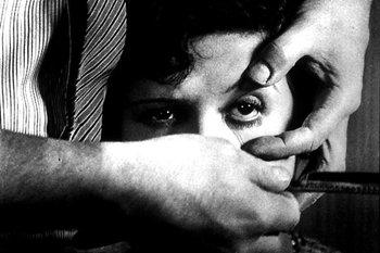 La película de Luis Buñuel que cumple este año 80 años, dió lugar en el día de ayer a la inauguración de un seminario de análisis de la vanguardia del cine en la Facultad de Comunicación de Sevilla