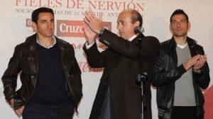 El presidente estuvo acompañado en el acto por el entrenador de la plantilla y algunos de sus jugadores/SevillaFC