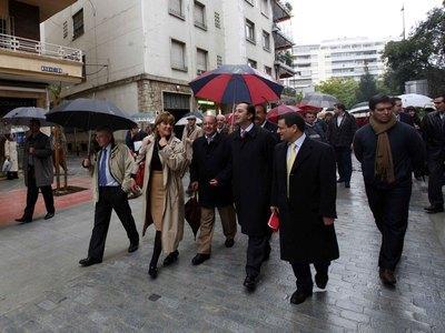 El delegado de Presidencia y Urbanismo, Alfonso Rodríguez Gómez de Celis, la delegada del distrito Triana, Teresa Florido, el vicepresidente de Emasesa, Juan Antonio Martínez Troncoso, y el consejero delegado de Emasesa, Manuel Marchena.