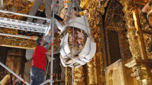Instalación de la Virgen del Buen Aire. Foto: IAPH/José Manuel Santos