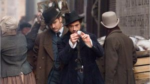Robert Downey Jr. da vida a Sherlock Holmes en la película de Guy Ritchie