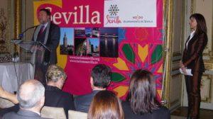 Foto de familia de los protagonistas de la programación de actos del Consorcio Turismo de Sevilla para FITUR 2010.