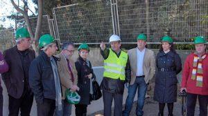 El alcalde de la localidad junto a varios representantes vecinales