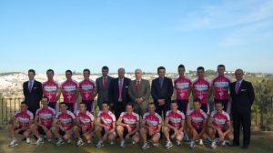 El equipo se hizo la foto oficial en el parque de Oromana