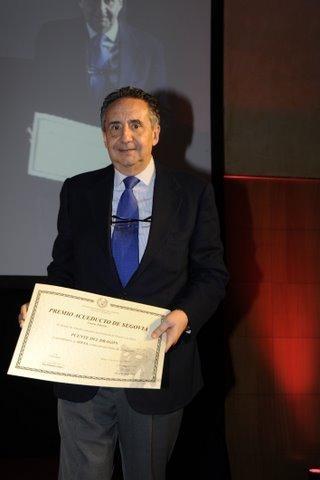 Uno de los  autores del Puente del Dragón es José Luis Manzanares