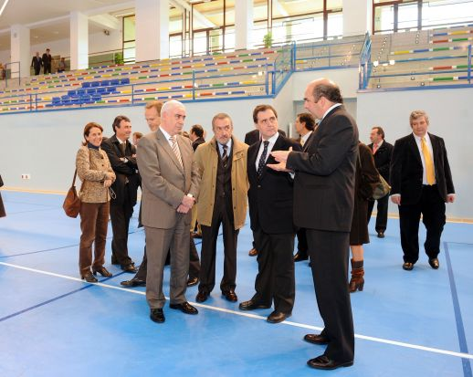 Joaquín Luque, junto a Luciano Alonso en la inauguración del pabellón/SA