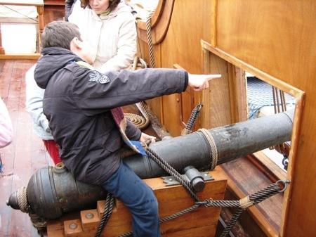 La artillería del Galeón sirvió de juego para los pequeños/Paco Cordero