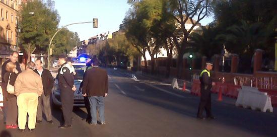 El delegado de Movilidad esta mañana en la activación del sentido único en Luis Montoto/SA