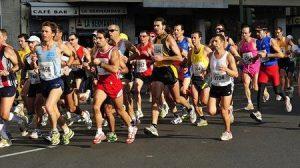 Corredores por las calles de Sevilla durante la Maratón de 2009/Joslugarcia