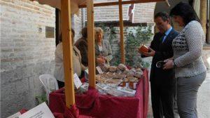 La muestra reune los dulces más típicos hechos por monjas de varios conventos de Sevilla/ AyuntÉcija.