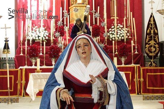 La Virgen de la Amargura (Antonio Eslava, 1976) permaneció ayer expuesta en devoto Besamanos / Juan C. Romero