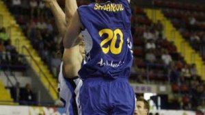 El jugador del Cajasol, Savanovic, se mantiene como MPV y máximo anotador cajista./ cbsevilla.