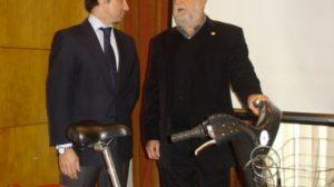Torrijos renovó ayer el acuerdo con JC Decaux para el servicio de bicicletas públicas 'Sevici'