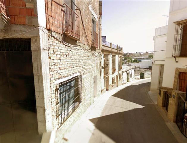 Muchos de los pisos, naves o viviendas familiares de Marchena están considerados como monumentales/SA.