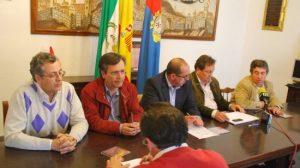 Los cuatro grupos políticos del municipio han anunciado en rueda de prensa la desconvocación de la manifestación/AyuntMarchena.