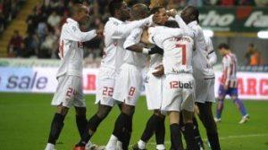 En la primera vuelta, el Sevilla salió vencedor (0-1) en El Molinón/SevillaFC