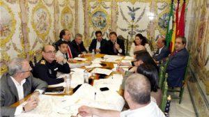 Sánchez Monteseirín presidiendo junto a Fran Fernández la reunión sobre movilidad en Triana/SA.