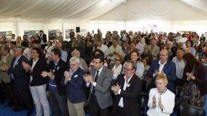 El auditorio de la Feria del Libro de Sevilla dedicó un sonoro aplauso en solidaridad con la plantilla de El Correo de Andalucía contra el ERE y los 22 despidos