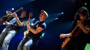 La banda ha cerrado en Sevilla la primera parte de su gira, que continuará después del verano