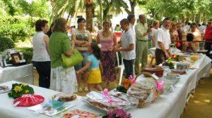 Vecinos y visitantes pueden disfrutar de albures fritos, litros de cerveza y concursos de gastronomía y pesca