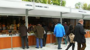 La Feria del Libro continúa su segunda semana con el homenaje a Miguel Hernández/dobletaller