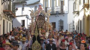 Momentos vividos ayer en Olivares tras la salida de la Hermandad