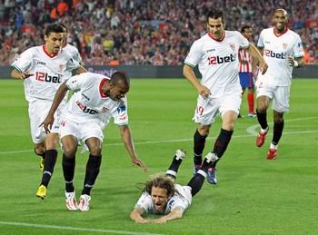 Capel y Navas metieron los dos tantos sevillistas en la portería del Atlético