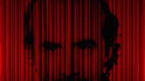 Dirigido por la actriz y directora argentina Lilian Disco, el conocido humorista televisivo pasea ahora en los escenarios este espectáculo con toques de realismo mágico que ha escrito él mismo y que representa una terapia lúdica tanto para el espectador como para el propio Pedro Reyes. / teatroquintero