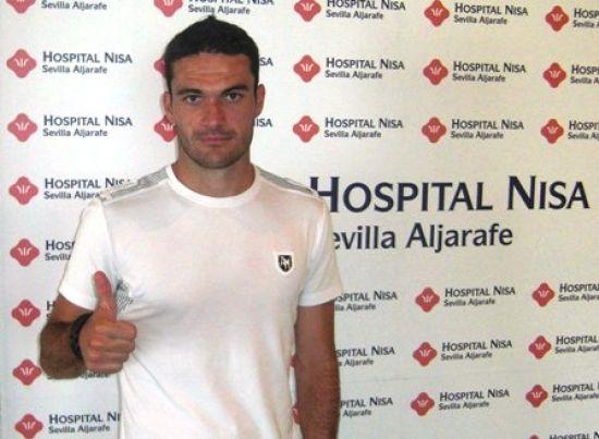 El alicantino pasó el reconocimiento médico en una clínica de Sevilla antes de firmar el contrato/Rbb