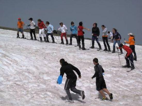 La nieve acumulada en la zona de Cauchiles, permite ver esta estampa durante el verano/Sierra Nevada