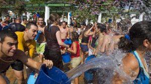 La Fiesta del Agua es el único de los festejos en honor a la Virgen de Gracia que se celebra, tras la suspensión de la Feria / EFE