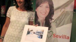 La candidata andalucista, Pilar González, durante la rueda ed prensa en la que indica la intención de llevar a la Justicia la gestión urbanística del proyecto Metropol Parasol de la Plaza de la Encarnación