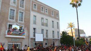 Miles de palaciegos recibieron a Jesús Navas a las puertas del Ayuntamiento/SA