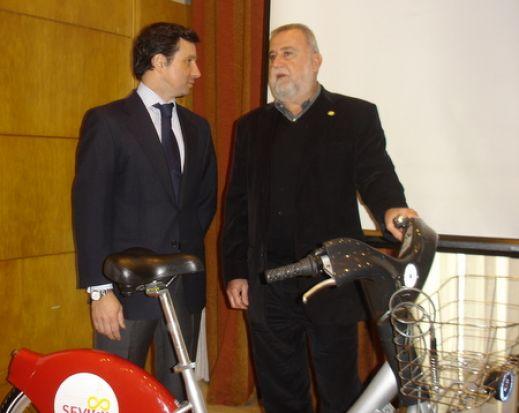Antonio Rodrigo Torrijos, a la derecha, en una imagen de archivo