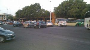 Centenares de conductores se acumulaban esta mañana en Torneo porque el corte del Paseo Colón les pillaba por sorpresa/C. Rivas