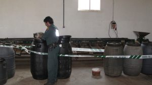 Las aceitunas se guardaban en grandes barriles como el de la imagen