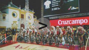 Vídeo del inicio de la Vuelta a España 2010, ayer en Sevilla/C.Rivas