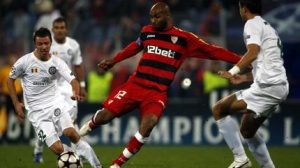 Imagen de Kanouté en un encuentro de la Champions en la pasada temporada/SA