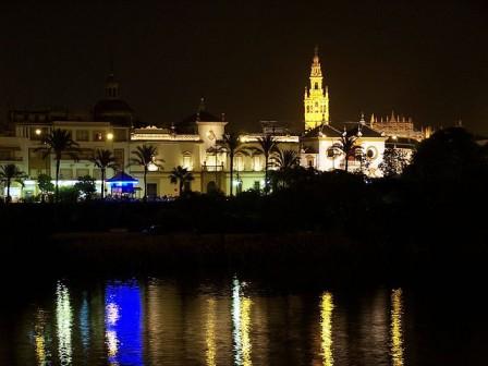 La salida está ubicada frente a la plaza de Toros de la Maestranza junto al Guadalquivir/Flickr.com