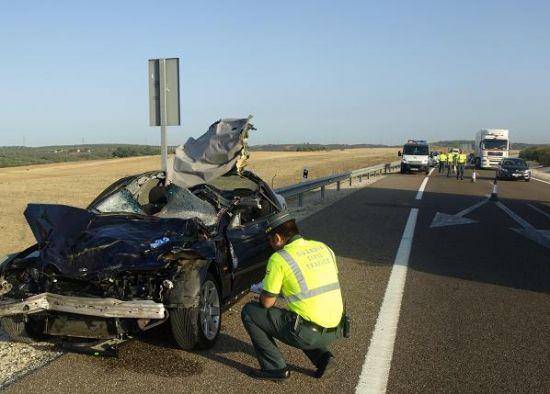 Imagen del vehículo tras el impacto con la res/ SA