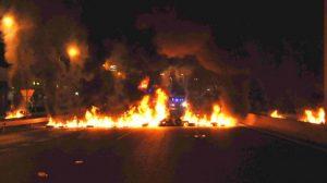 Los piquetes han provocado barricadas para cortar los principales accesos a las capitales de provincia