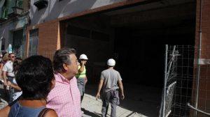 El portavoz del Grupo Popular, Juan Ignacio Zoido, ha visitado los aparcamientos, aún en construcción, de Mendigorría