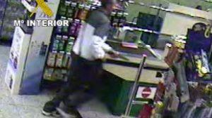 Las cámaras de seguridad del establecimiento registraron los movimientos de los atracadores